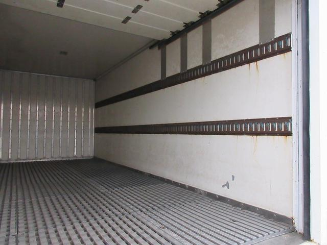 三菱ふそう キャンター 2.05t・パネルバン保冷車・垂直パワーゲート