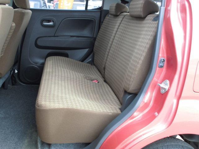 リヤシートを倒せば荷室は広くお使いいただけます。