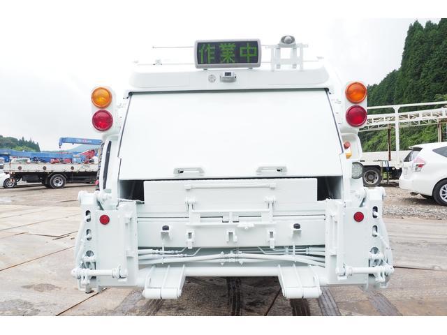 外装仕上げ済み 新明和製 パッカー車 プレス式 4.6立米 コンテナ反転装置付き 塵芥車 汚水タンク 連続スイッチ 積載1.7t 内外装クリーニング中(4枚目)