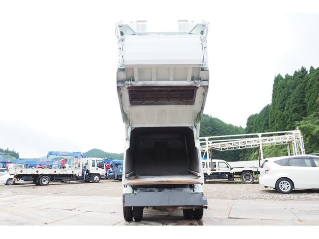 外装仕上げ済み 新明和製 パッカー車 プレス式 4.6立米 コンテナ反転装置付き 塵芥車 汚水タンク 連続スイッチ 積載1.7t 内外装クリーニング中(10枚目)