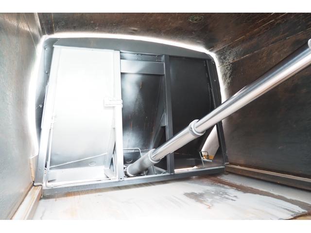 外装仕上げ済み 新明和製 パッカー車 プレス式 4.6立米 コンテナ反転装置付き 塵芥車 汚水タンク 連続スイッチ 積載1.7t 内外装クリーニング中(15枚目)