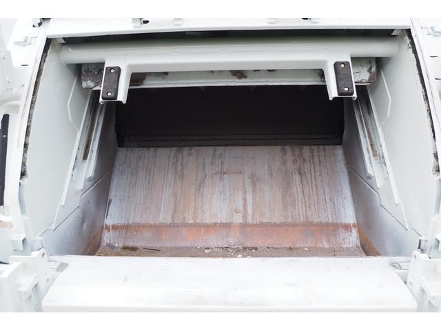外装仕上げ済み 新明和製 パッカー車 プレス式 4.6立米 コンテナ反転装置付き 塵芥車 汚水タンク 連続スイッチ 積載1.7t 内外装クリーニング中(18枚目)
