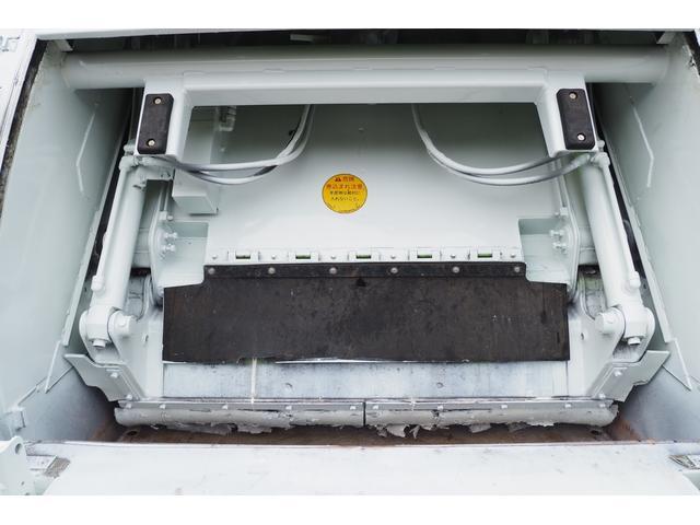 外装仕上げ済み 新明和製 パッカー車 プレス式 4.6立米 コンテナ反転装置付き 塵芥車 汚水タンク 連続スイッチ 積載1.7t 内外装クリーニング中(19枚目)