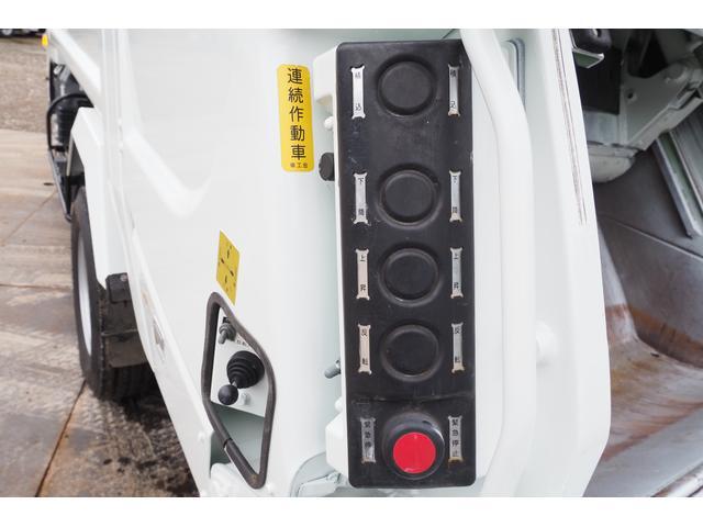 外装仕上げ済み 新明和製 パッカー車 プレス式 4.6立米 コンテナ反転装置付き 塵芥車 汚水タンク 連続スイッチ 積載1.7t 内外装クリーニング中(20枚目)