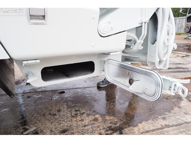 外装仕上げ済み 新明和製 パッカー車 プレス式 4.6立米 コンテナ反転装置付き 塵芥車 汚水タンク 連続スイッチ 積載1.7t 内外装クリーニング中(26枚目)