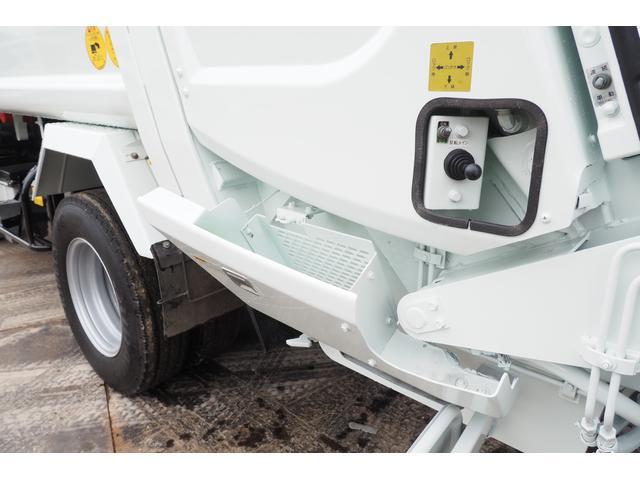 外装仕上げ済み 新明和製 パッカー車 プレス式 4.6立米 コンテナ反転装置付き 塵芥車 汚水タンク 連続スイッチ 積載1.7t 内外装クリーニング中(29枚目)