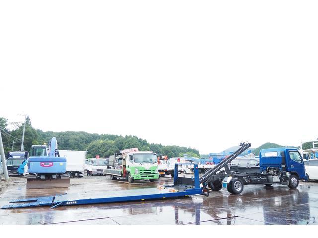 極東開発製 フラトップ フルフラット セーフティーローダー あおりレスタイプ スライド ウインチ ラジコン付き 荷台内寸570幅207cm 積載3.6t 内フック付き バックカメラ ETC ナビ付(28枚目)