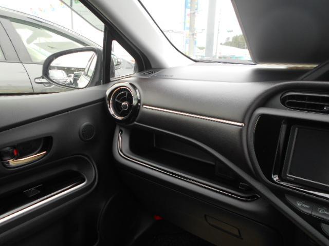トヨタ アクア G 純正アルミ ABS メモリーナビ CD 走行2000km