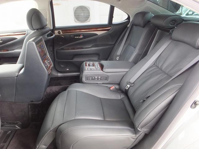 レクサス LS 600hLエグゼクティブP黒革SR後席エンタPCSナイトビュ