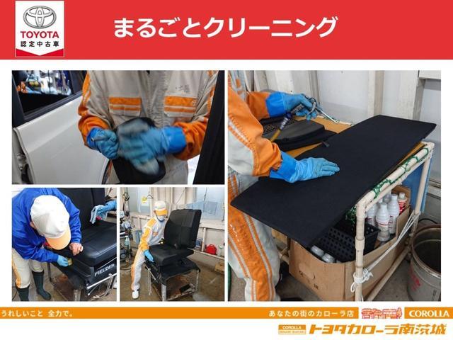 【まるごとクリーニング】特に室内のニオイの元であるフロアカーペットの汚れは、シートを外して徹底洗浄。さらに、消臭・除菌も実施。