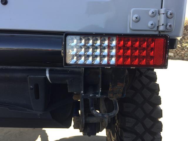 ベースグレード 4WD 5速マニュアル リフトアップ パール(11枚目)