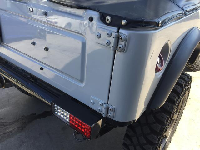 ベースグレード 4WD 5速マニュアル リフトアップ パール(12枚目)