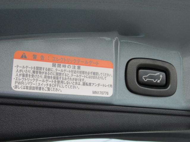 電動テールゲート装備◇ボタンを押すだけでテールゲートを閉じることが出来ます◇またキーについているボタンを押すことで開閉も可能なので何かと便利ですね◇