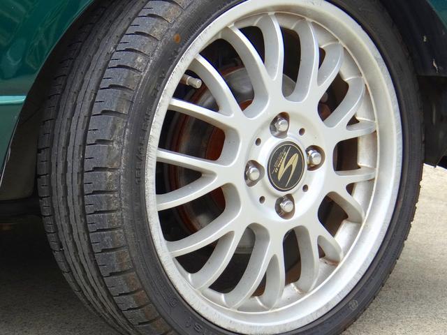 社外アルミホイール。タイヤ溝はまだまだ残っております。