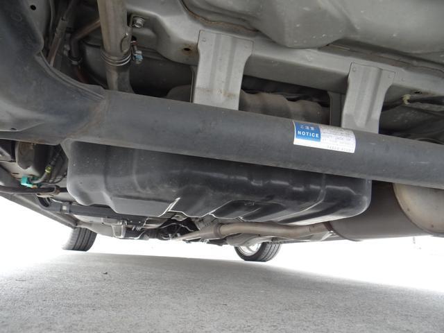 関東圏で乗られていたお車ですので、塩害や積雪による酷い錆びは無く下回りも状態良好です。