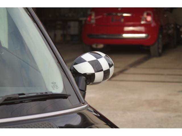 弊社はご納車前にしっかりと整備点検と部品の交換を行います。お客様に安心してお乗り頂けるよう、ご納車時整備箇所や今後のメンテナンス、詳しいお車の使い方・注意点等詳しくご説明いたします。