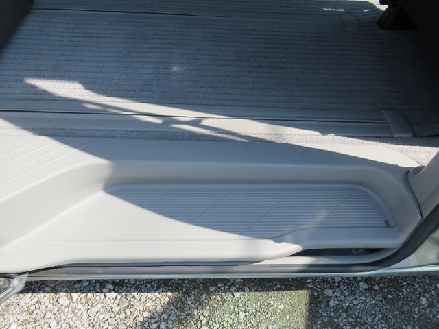 運転席側後席、ステップ画像