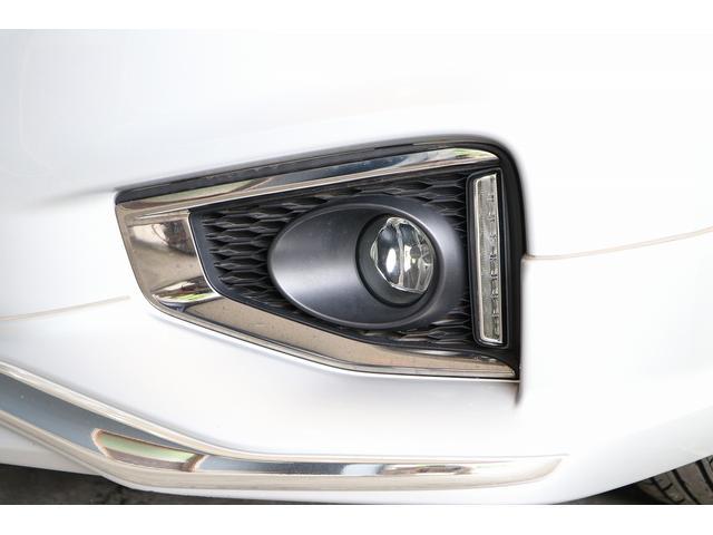 350ハイウェイスタープレミアム 4WD ナビ フリップダウンモニター アラウンドビュー ETC ブラックレザーシート Wサンルーフ レーダークルーズ 踏み違い防止 スカッフイルミ 両側電動スライド パワーバックドア 1オーナー(32枚目)