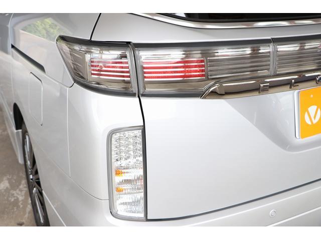 350ハイウェイスタープレミアム 4WD ナビ フリップダウンモニター アラウンドビュー ETC ブラックレザーシート Wサンルーフ レーダークルーズ 踏み違い防止 スカッフイルミ 両側電動スライド パワーバックドア 1オーナー(35枚目)