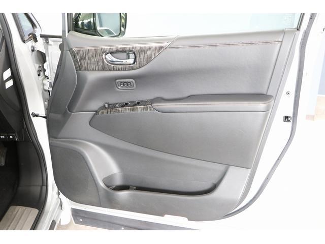350ハイウェイスタープレミアム 4WD ナビ フリップダウンモニター アラウンドビュー ETC ブラックレザーシート Wサンルーフ レーダークルーズ 踏み違い防止 スカッフイルミ 両側電動スライド パワーバックドア 1オーナー(41枚目)