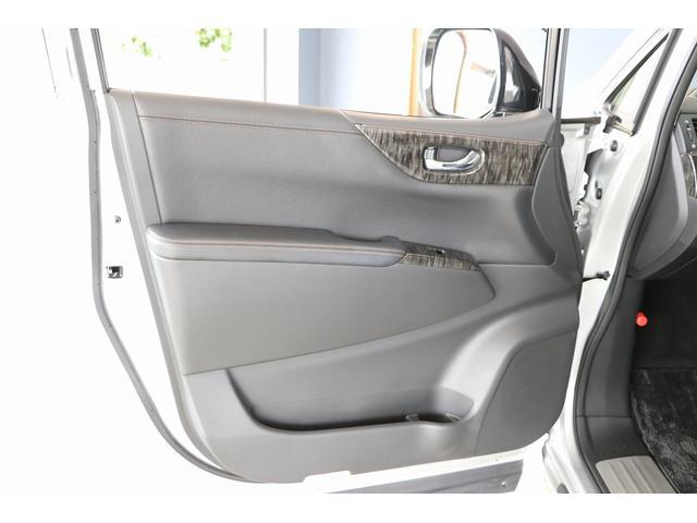 350ハイウェイスタープレミアム 4WD ナビ フリップダウンモニター アラウンドビュー ETC ブラックレザーシート Wサンルーフ レーダークルーズ 踏み違い防止 スカッフイルミ 両側電動スライド パワーバックドア 1オーナー(45枚目)
