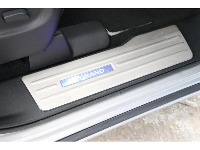350ハイウェイスタープレミアム 4WD ナビ フリップダウンモニター アラウンドビュー ETC ブラックレザーシート Wサンルーフ レーダークルーズ 踏み違い防止 スカッフイルミ 両側電動スライド パワーバックドア 1オーナー(80枚目)