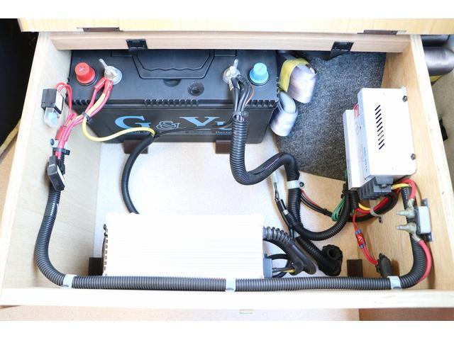 ビークル製ブロス ナビ Bカメラ ETC キーレス サブバッテリー 走行充電 外部電源・充電 シンク 冷蔵庫 FFヒーター 後席モニター サイドオーニング 1オーナー(76枚目)