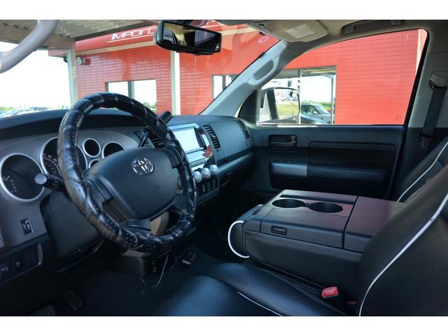クルーマックス SR5 新車並行 TRDオフロード 4WD リフトアップ XD20インチホイール オーバーフェンダー ハードトノカバー レザーシート サンルーフ HDDナビ バックカメラ サイドステップ ETC(11枚目)