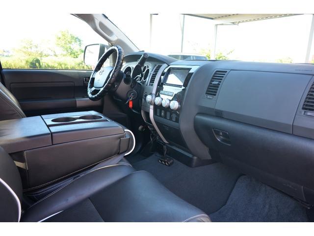 クルーマックス SR5 新車並行 TRDオフロード 4WD リフトアップ XD20インチホイール オーバーフェンダー ハードトノカバー レザーシート サンルーフ HDDナビ バックカメラ サイドステップ ETC(17枚目)