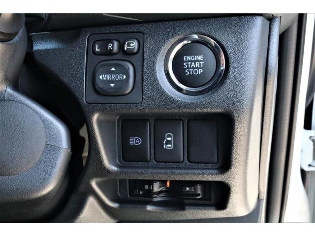 GL ハイエースワゴンGL・4WD・オリジナル内装架装Ver1・ノーマル車高・16インチアルミホイール・モンスタータイヤ・新型・6型ハイエース・ナビ・ETC・フリップダウンモニター・オリジナルシートカバー(7枚目)