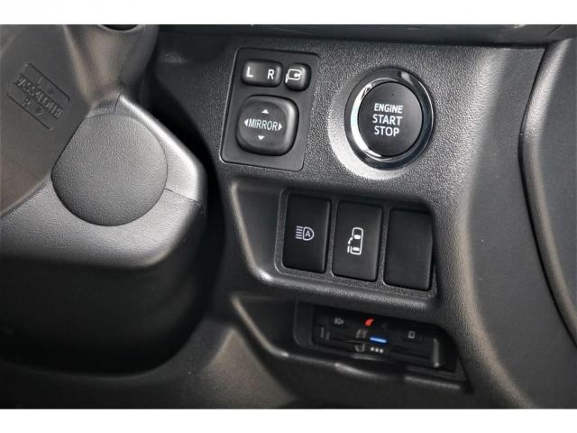 GL パーキングサポート・パノラミックビューモニター・ミドルルーフ・4WD・ベースシート・ファミリーパッケージ・ナビ・ETC・フリップダウンモニター・インテリアパネルセット・オリジナルシートカバー・(6枚目)