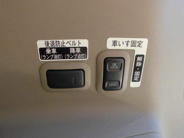 L スローパー 4人乗電動固定式タイプ 福祉車両 新品ナビ(18枚目)