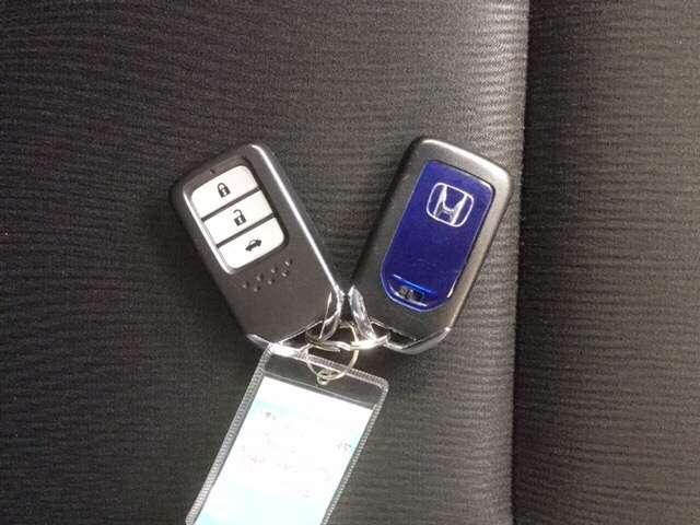 スマートキーはカバンやポケットに携帯するだけで、ドアの施錠、解除ができます。雨の日や荷物の多い日に便利です。