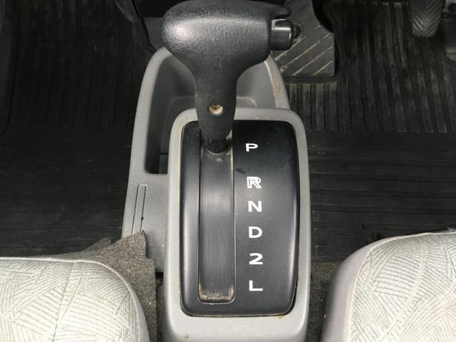 シフトレバーです。ATですのでどなたでも運転することができます♪