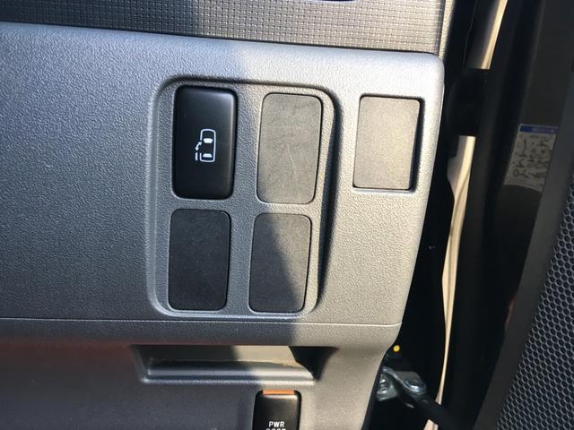 左側にオートスライドドアがありますので運転席からのドアを開けることができます!!