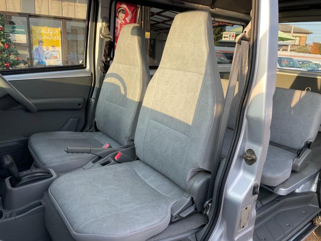 ◎1列目 足元も広々していてゆったりしていて長距離運転でも安心です!!車内はプロの清掃のスタッフによりキレイに保たれています!!