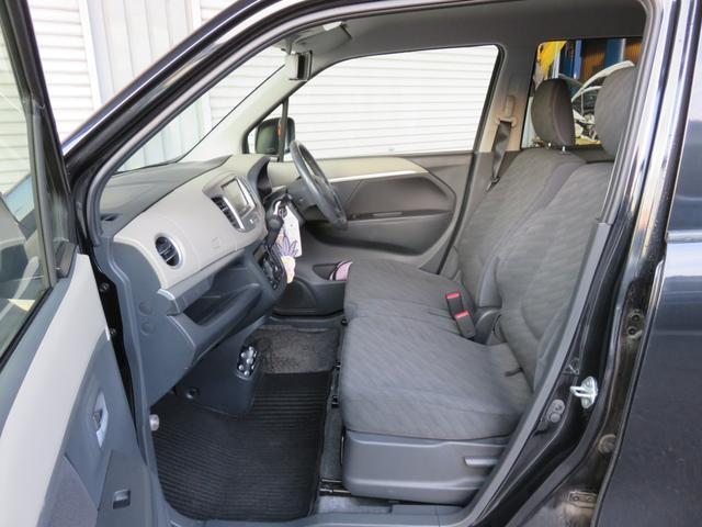 内装、シート共に目立つ汚れやキズもなく良好な状態です。
