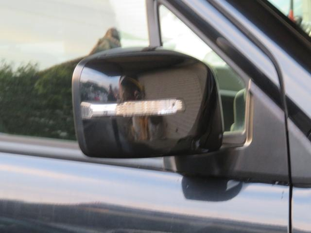 ターンランプ付きドアミラー。まわりからの視認性も良く安全運転に繋がります!