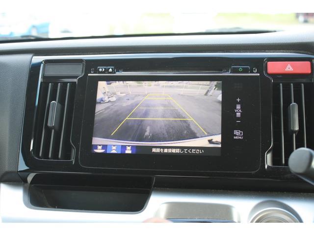 バックモニター機能、バックする際後方の様子をカーナビのモニター上の写します。運転席にいながら後方確認出来るのでバック駐車がスムーズです。