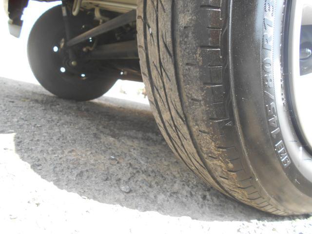 運転席側Rタイヤ