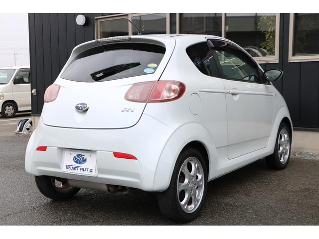 軽自動車規格の全長3400mmより短めの3285mmに2+2シーターパッケージとし、必要時には4名乗車も可能なシートレイアウトを実現している。