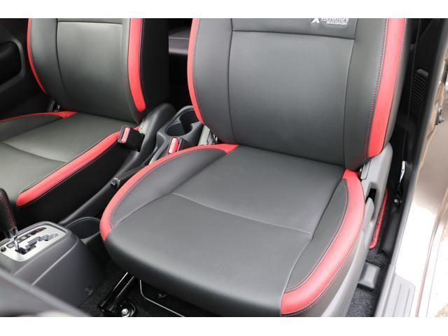 助手席になります。クロスアドベンチャー専用カブロンソフトシート、シートヒーターを装着。走行距離に比例してとても綺麗な状態で、シート切れや破れもございません。禁煙車です。
