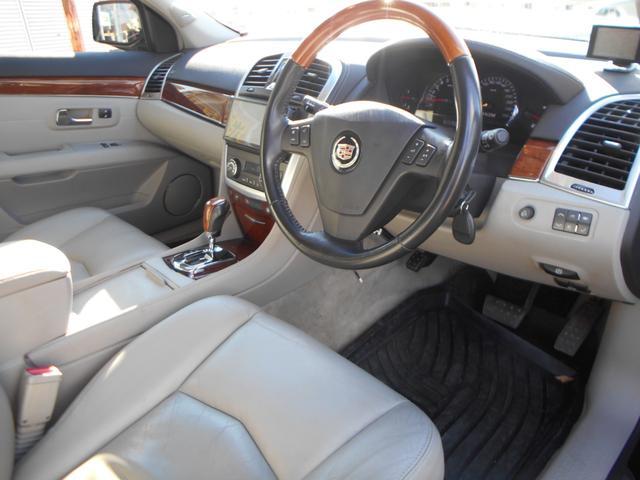 運転席側画像になります!お客様が車両の状態を細かく判断できるように、背もたれ部分、座面部分、ステップ部分、フロアなど、細かく掲載しておりますので是非最後までご覧下さい!