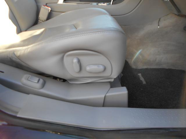 レザーシートの状態も良好で、パワーシート&シートヒーターが搭載されております!