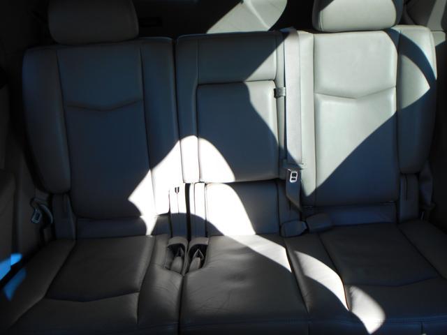 リアシート画像になります!お客様が車両の状態を細かく判断できるように、背もたれ部分、座面部分、ステップ部分、フロアなど、細かく掲載しておりますので是非最後までご覧下さい!