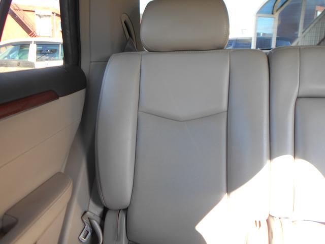 車内は専門業者が隅々までクリーニング済みです!各シートはスレや目立つ汚れなどもなく綺麗な状態です!