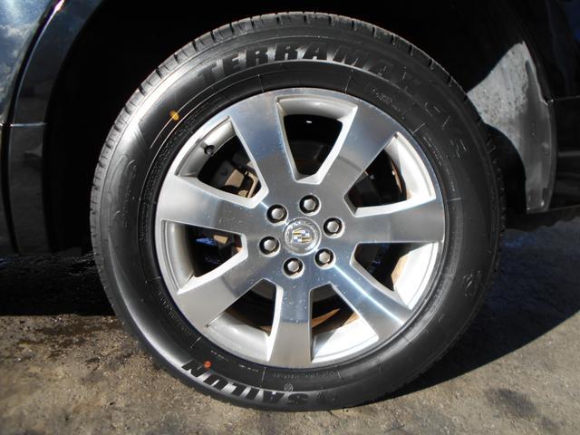 左後ろタイヤです!タイヤは新品に交換済みで、純正18インチアルミホイールは目立つガリ傷もなく綺麗な状態です!社外アルミホイールや純正オプションホイールなどの在庫もございますのでお気軽にご相談下さい!