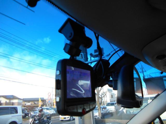 今や定番装備のドライブレコーダーです!この機種は後ろにもカメラが搭載されており、前後の映像を記録できます!