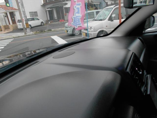 外車によく見られるダッシュボードの変形やヒビ割れなどはございません!