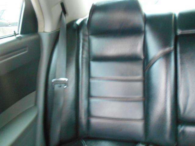 車内は経験豊富な専門スタッフが隅々までクリーニング済みです!各シートはスレや目立つ汚れなどもなく綺麗な状態です!